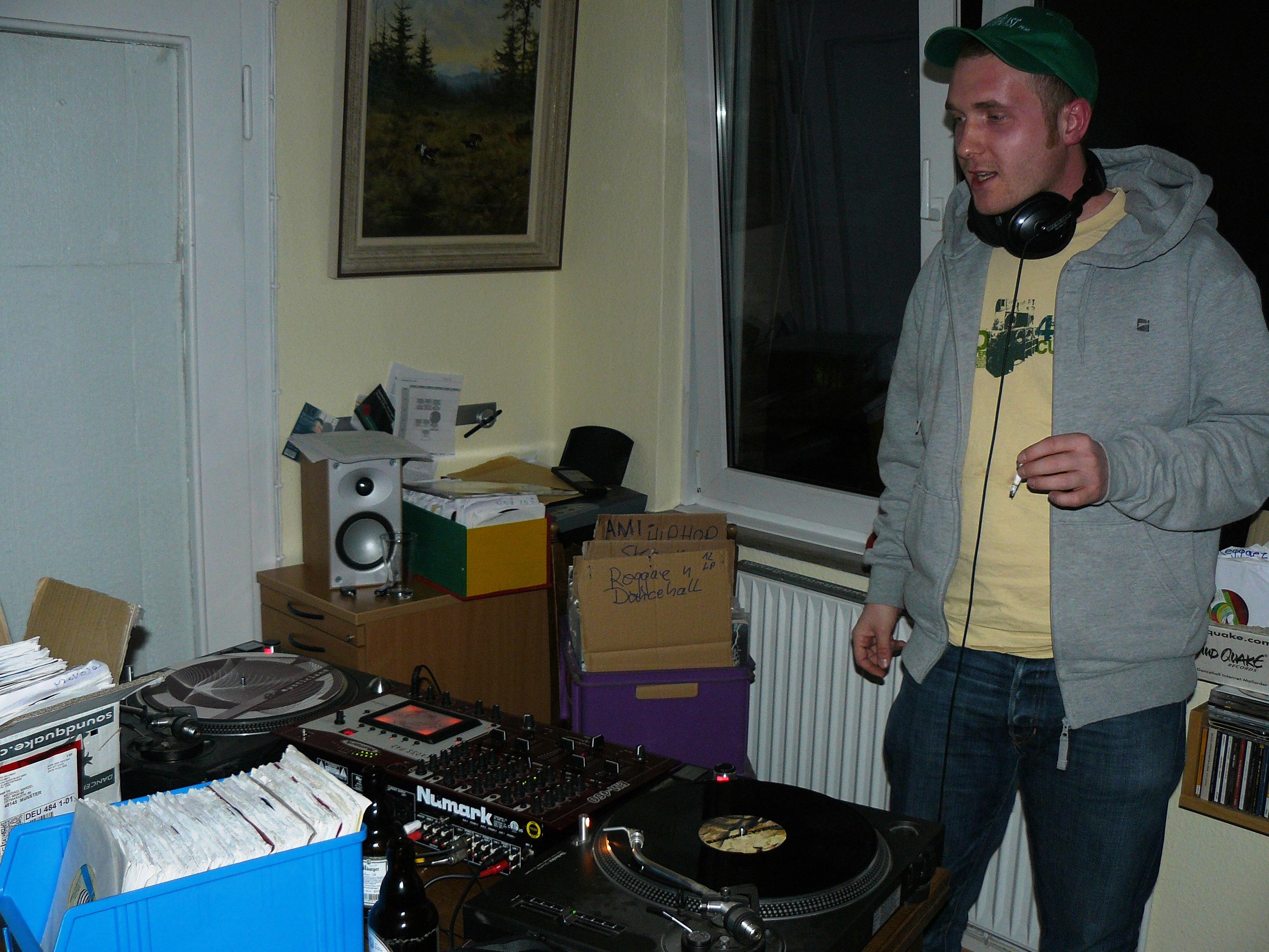 DJ Kris in Zimmer 1